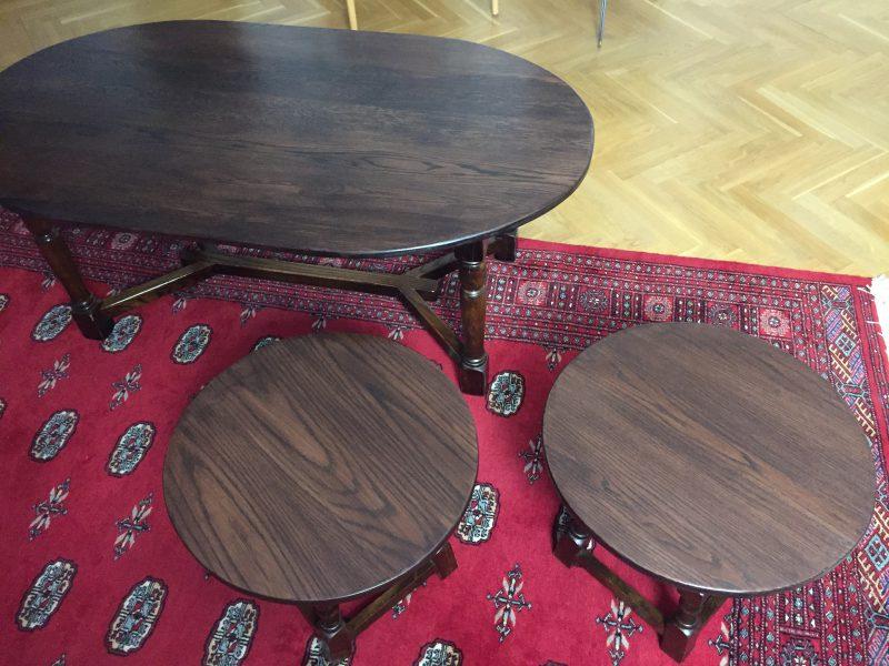 Soffbord och två sidbord